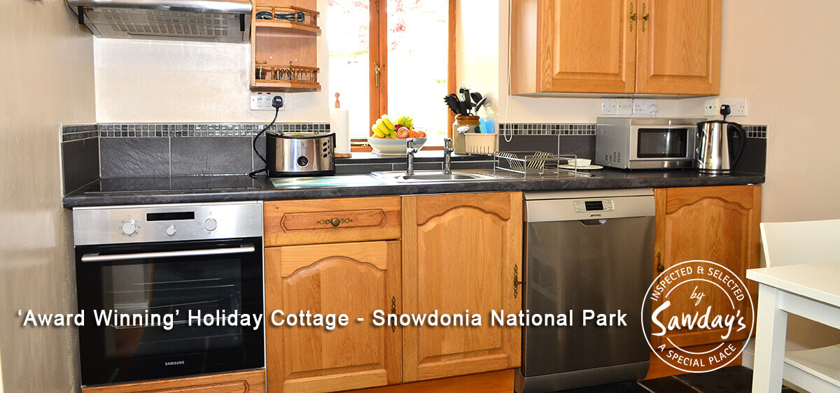 Fully equipped kitchen, hob, oven, microwave etc..